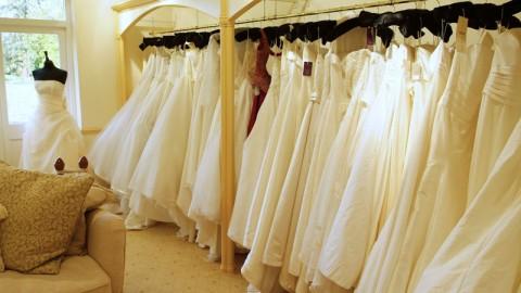 В чем-то белом, без причуд – как подготовиться к походу в салон свадебных платьев.