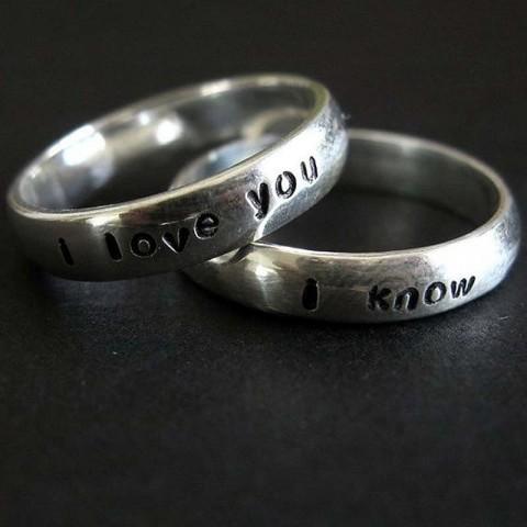На долгую память – делать ли гравировку на обручальные  кольцах