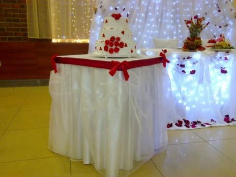Свадебные торты не только очень вкусные, но и прекрасное украшение для свадебного банкета