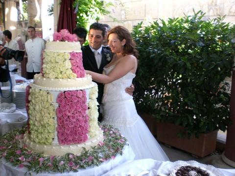 svadebnyj-tort-bolshoj-i-s-rozami-480x360 Свадебные торты,сладкий и  важный момент при организации свадьбы!