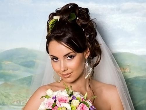 Sozdanie_prazdnichnogo_obraza-u-svadebnoj-pricheski Какую свадебную прическу выбрать для брюнетки?