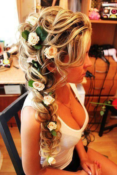 akkuratnye-tsvety-dlya-pricheski-nevesty Советы по выбору живых цветов для свадебной прически