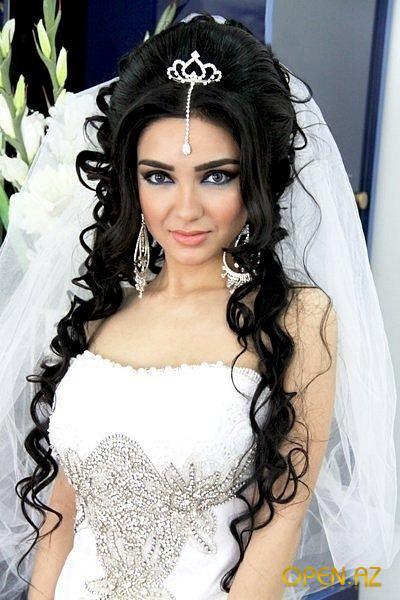 aksessuary-dlya-pricheski-nevesty Какую свадебную прическу выбрать для брюнетки?