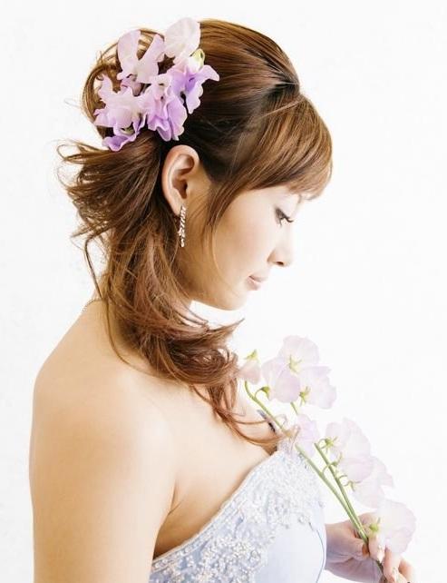 orhidei-v-prichesku-nevesty Советы по выбору живых цветов для свадебной прически