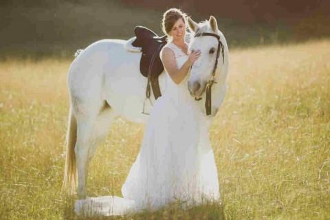 Свадьба на лошадях: несколько фотографий невест с лошадьми