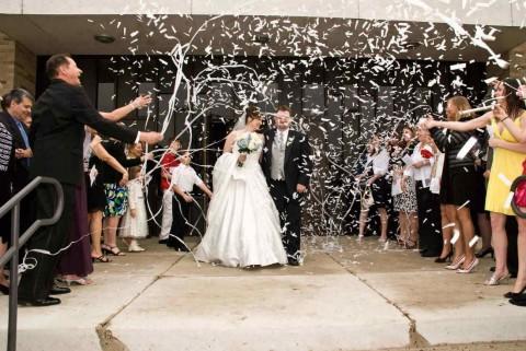 Конфетти на свадьбе: несколько возможных решений и советов для использования конфетти