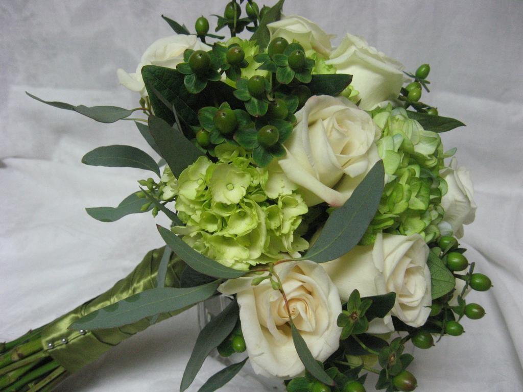 ocharovatelno-Zelenye-svadebnye-bukety-1024x768 Зеленые букеты для летней свадьбы: 7 лучших идей