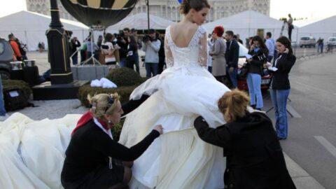 Свадебные рекорды: от самого дорогого платья до самой большой свадьбы.