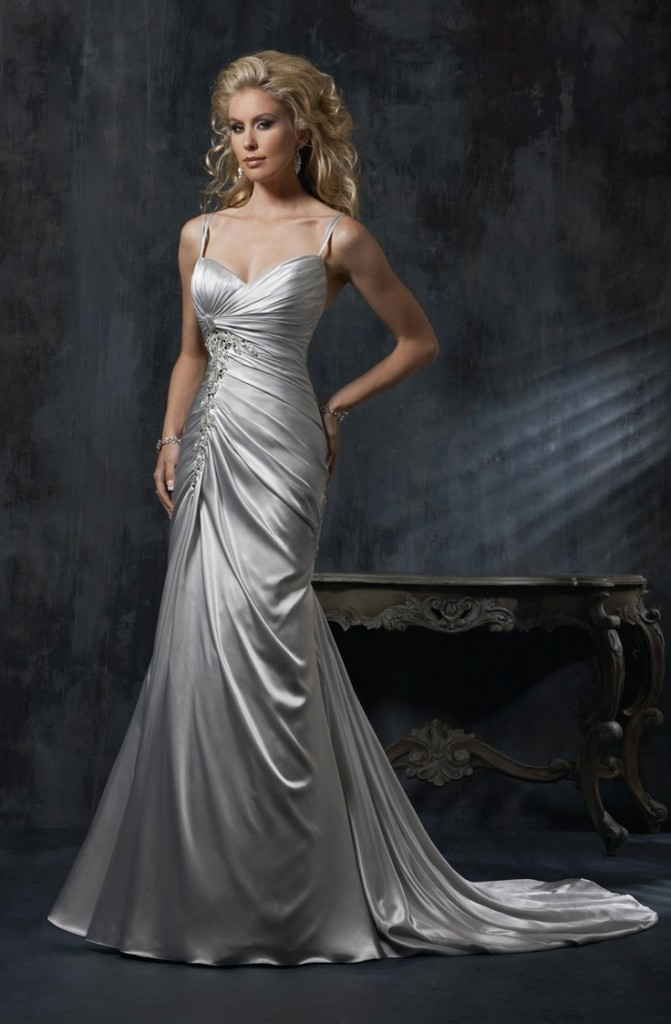 Svadebnoe-plate-dlya-serebryanoj-svadby-671x1024 Свадьба и серебро- организуем изысканную свадьбу в серебрянных оттенках.