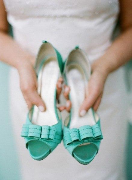 tufli-holodnaya-biryuza Модные тренды последних сезонов: обувь для невесты