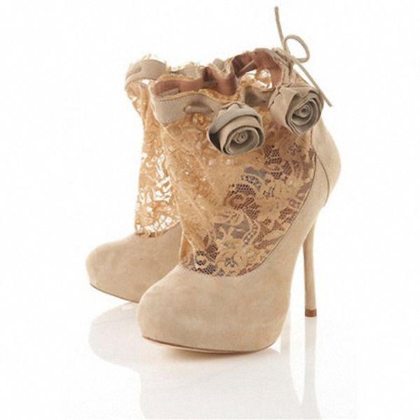 bezhevye-sapozhki-tufli-na-svadbu Модные тренды последних сезонов: обувь для невесты