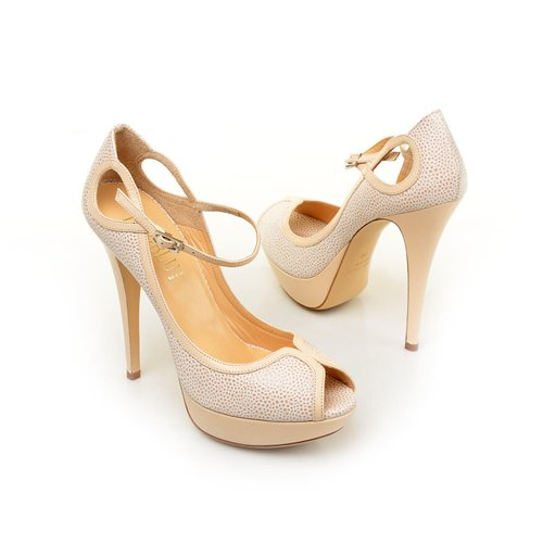 bezhevye-svadebnye-tufli-s-otkrytym-nosom Модные тренды последних сезонов: обувь для невесты