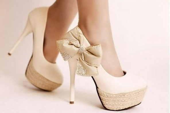 bezhevye-tufli-dlya-nevesty Модные тренды последних сезонов: обувь для невесты