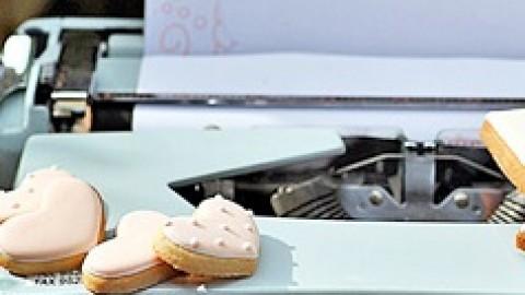 """Нежный тематический свадебный Кэнди Бар """"Сладкие письма"""", простые идеи по организации"""