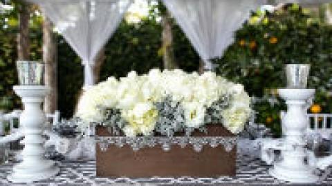 Сервировка свадебного стола в бело-серебряном цвете: сочетание изысканности и романтики