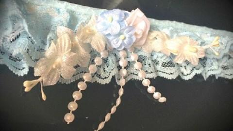 Что-то старое, что-то новое, что-то заимствовал, и что-то голубое сочетаем в свадебной подвязке