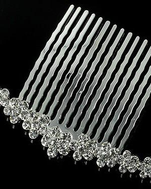 Greben-890-30-300x375 Какие бывают свадебные аксессуары для невесты