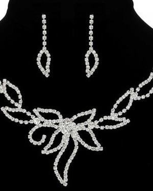 Komplekt-bizhuterii-1300-30-300x375 Какие бывают свадебные аксессуары для невесты