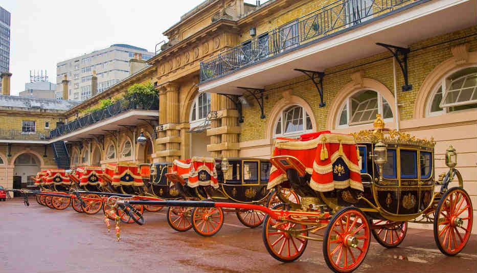 Korolevskaya-kareta-dlya-svadby-megan-Royal-stables-at-Buckingham-Palace Принц Гарри и его невеста Меган Маркл смогли определится со свадебным кортежем!