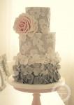 ombre-ruffles-106x150 Бесподобные свадебные торты от Tracy James