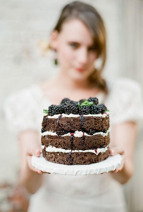Temnye-svadebnye-torty9-480x709 Свадебные торты,сладкий и  важный момент при организации свадьбы!