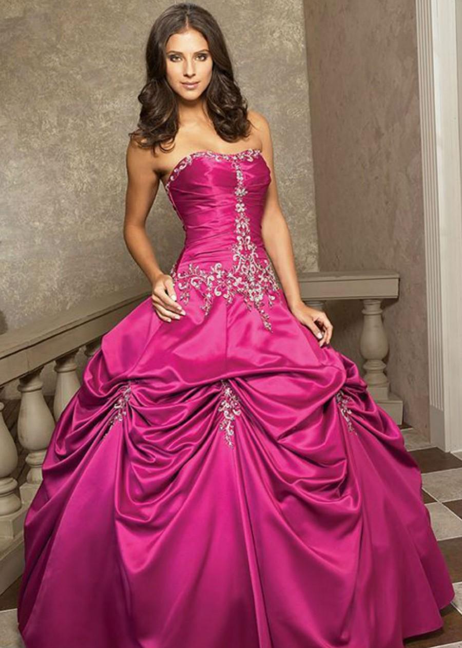 Невеста в розовом платье — выбор для смелых девушек
