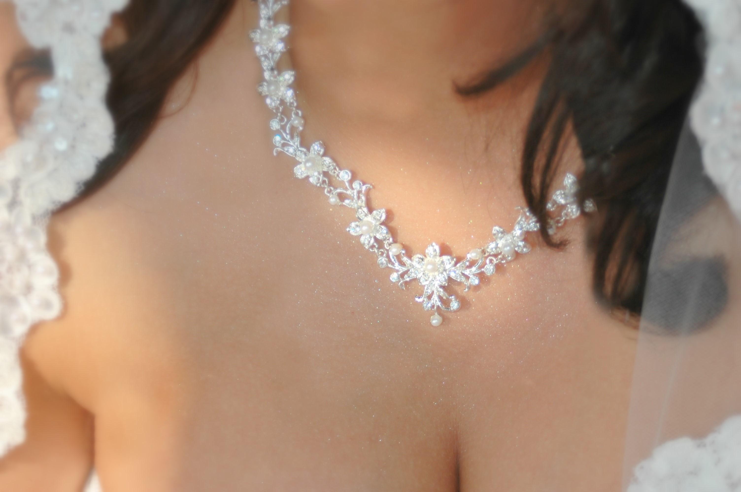 1434048629file3761279076794%201 Свадебное колье для очаровательной невесты