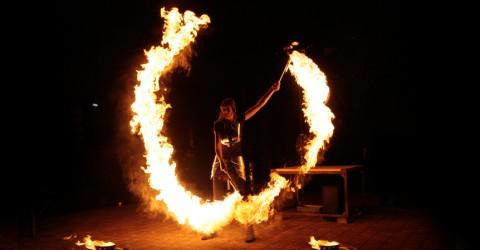 Огненное шоу на свадьбу – экстремальный способ удивить и развлечь гостей