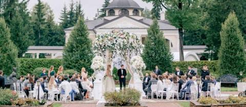 Дом, где живет любовь: красивая свадьба в семейном доме невесты