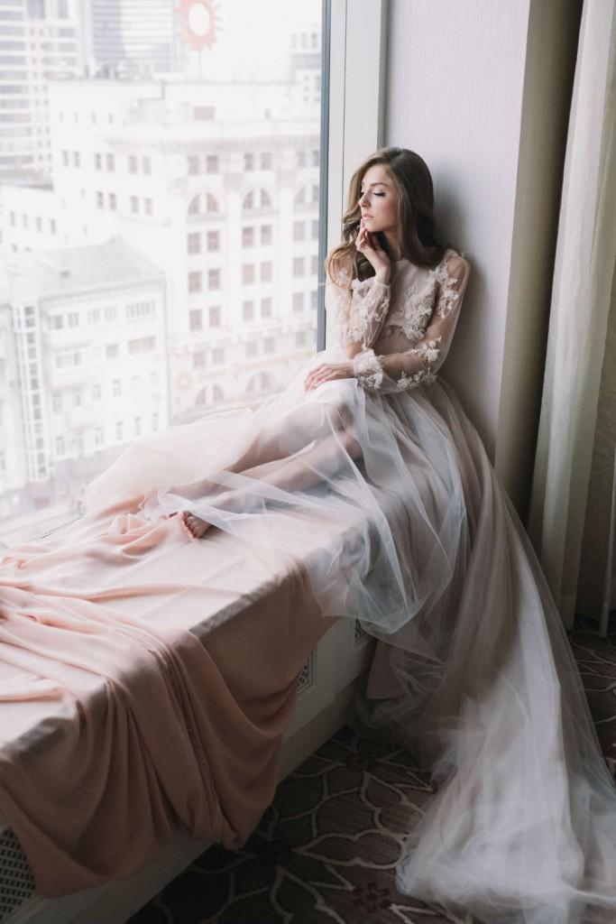 Vybiraya-plate-neobhodimo-opredelitsya-s-primernoj-summoj-683x1024 Советы Елены Ширшовой по выбору свадебного платья