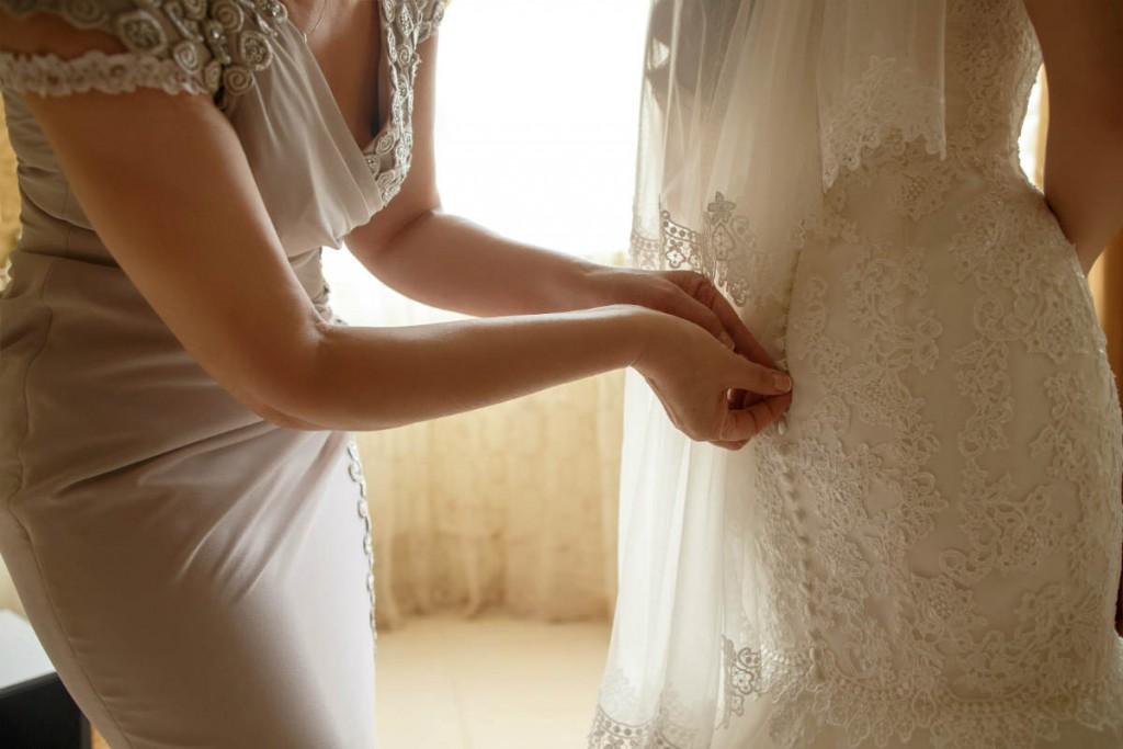 vybirajte-svadebnoe-plate-ne-v-odinochku-1024x683 Советы Елены Ширшовой по выбору свадебного платья